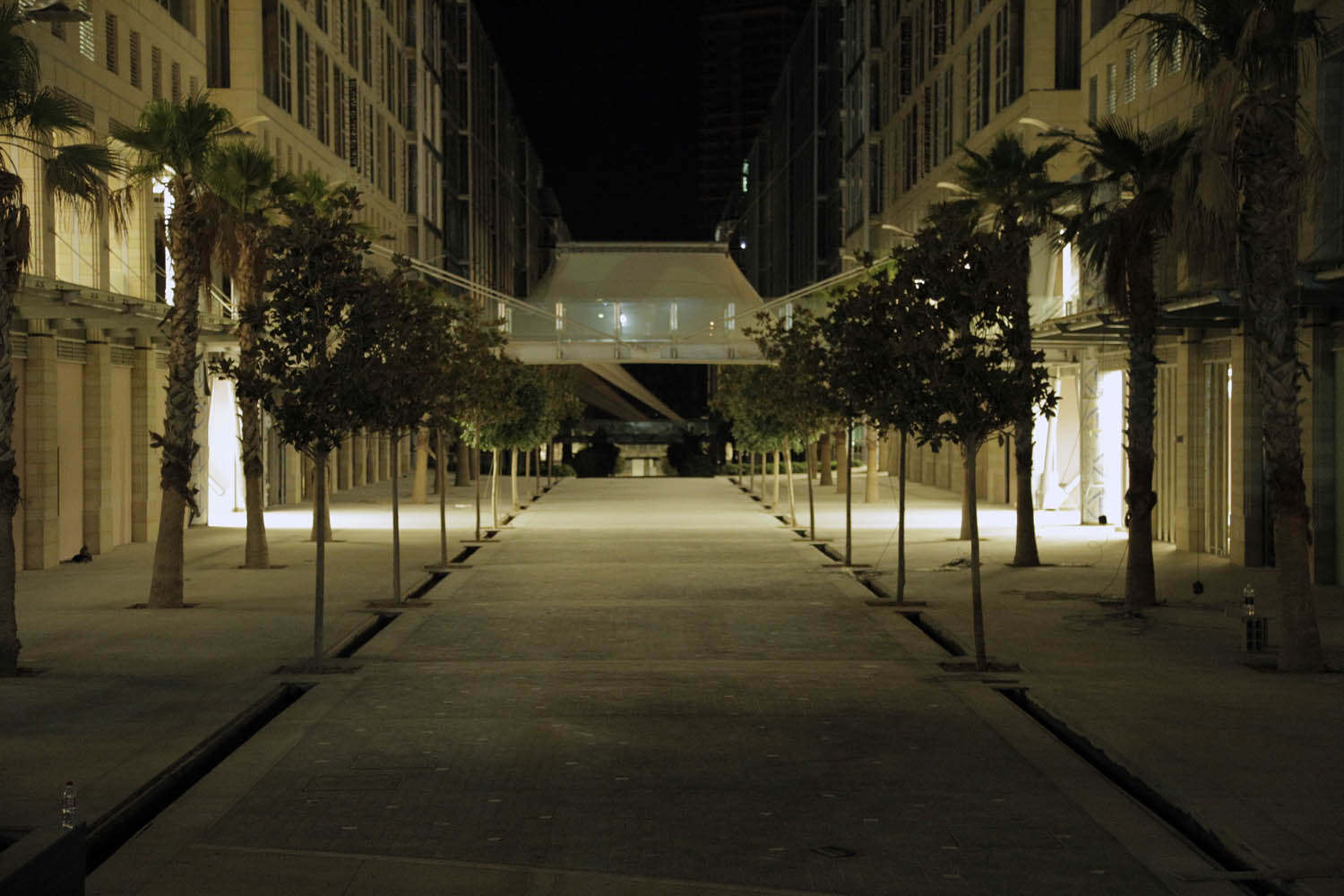 The Abdali Boulevard Consists Of 12 Buildings 6 On Each Side Pedestrian Spine Central Is 370 Meters Long And 21 Wide