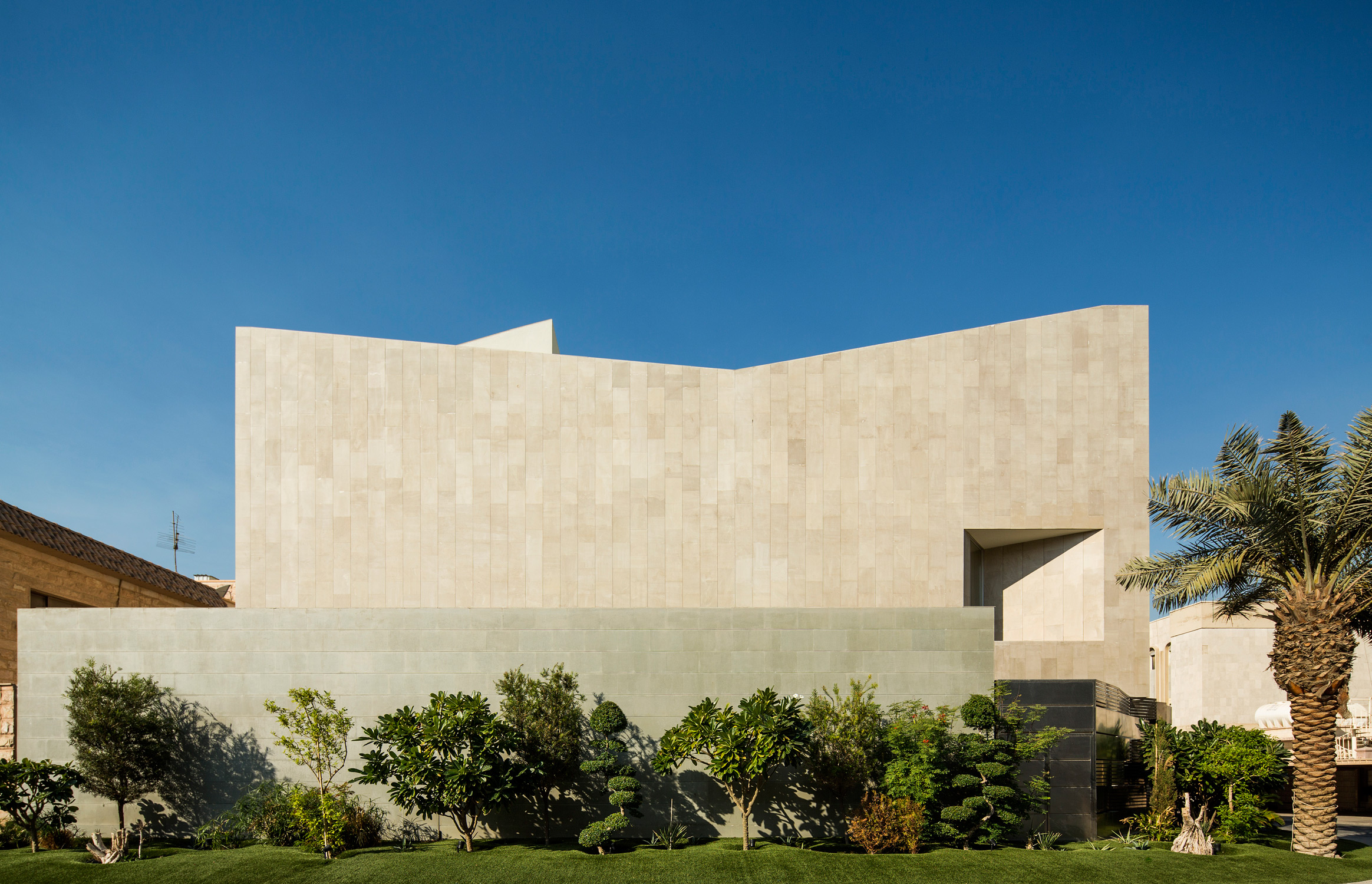 AGI_WALL_HOUSE_KUWAIT_061214_0006